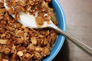 granola-bowl-_flickr_stacey-spensley